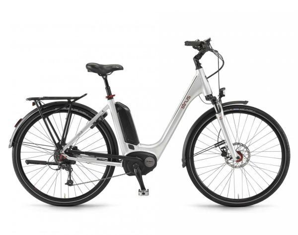Ein gebrauchtes Top E-Citybike von Sinus zu einem starken Preis!  Das Sinus Tria 9 Einrohr 500 beschert Ihnen einen robusten und ansprechenden Rahmen. Der untenliegende, nah am Motor sitzende Akku bedeutet einen tiefen Schwerpunkt und damit ein sicheres Fahren.  Der bewährte 250 Watt Bosch Active Antrieb sorgt mit hohem Drehmoment für einen ruhigen und steten Antrieb. Der 500 Wh Akku lässt Sie ausgedehnte, bequeme Radtouren fahren. Für Laufruhe und Komfort sorgen die gefederte Sattelstütze und die robuste, blockierbare Suntour Stahlfedergabel. Damit Sie in allen Geländeformen im richtigen Gang fahren, bietet die 9 Gang Deore eine breite Variation. Mit dem großen Bosch Intuvia Display haben Sie jederzeit die aktuellen Leistungsdaten im Überblick.    Dieses gebrauchte E-Citybike stellt einen besonderen Anreiz für echt Clevere E-Bike Käufer dar.  Die gebrauchten E-Bikes von Greenstorm sind praktisch eingefahren, Top-gewartet und die Gebrauchsspuren sind minimal.  Greenstorm gewährt 2 Jahre Garantie auf Motor und Akku ab Kaufdatum ihres gebrauchten TOP-E-Bikes.